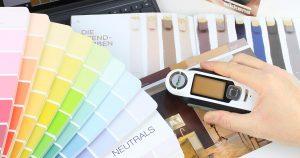 Mit dem Farbmessgerät Farbe messen
