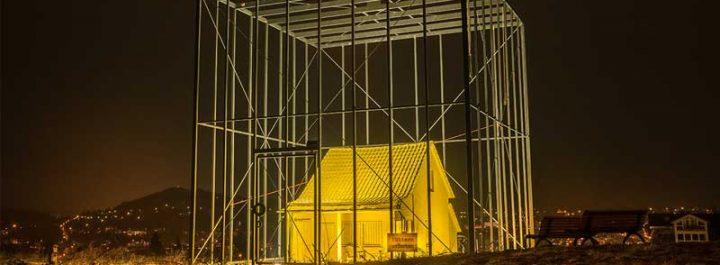 Das bedrohte Haus - Andreas Sarow