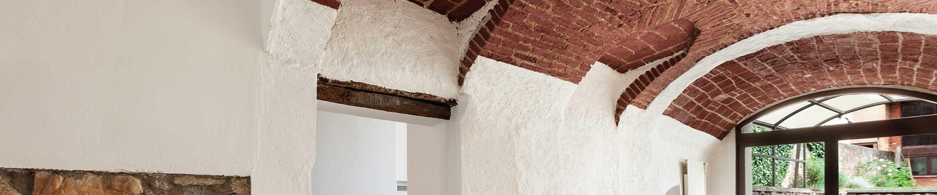 Feuchte Wand - sanierter Gewölbekeller
